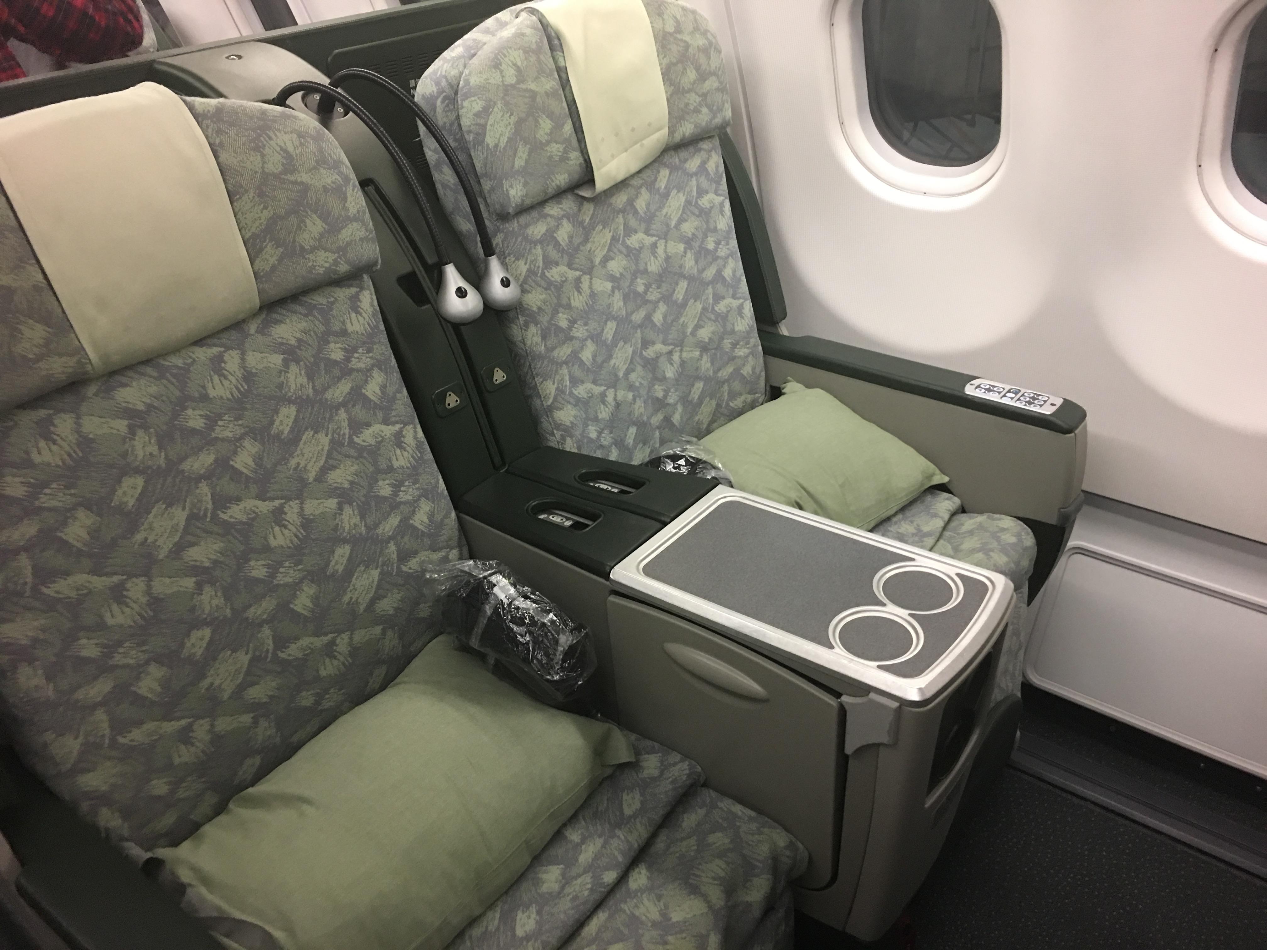 IMG_2480 12月26日台北発バンコク行エバー航空205便ビジネスクラス
