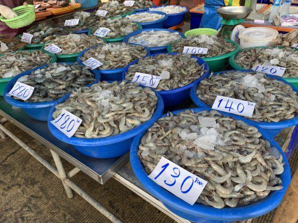 0603B144-8404-4614-A368-F5B9399D646C-600x450 サムローン市場で海老とイカを買う