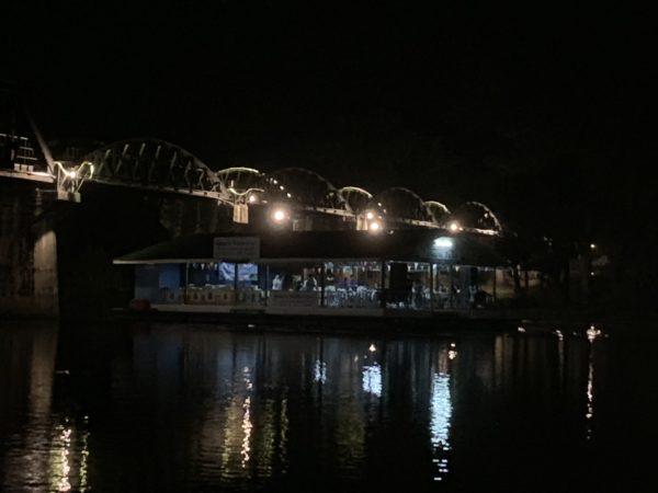 DE03380D-B37D-440E-A722-1A662BDF69D1-600x450 戦場にかける橋そばのフローティング・レストラン