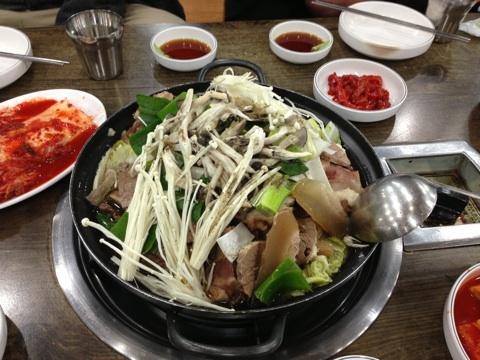 blog_import_54114f4c86d32 ソウル チョンノソルロンタンの肉鍋