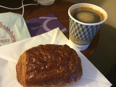 blog_import_5411718919825 ラデュレのパン・オ・ショコラとプチマカロン