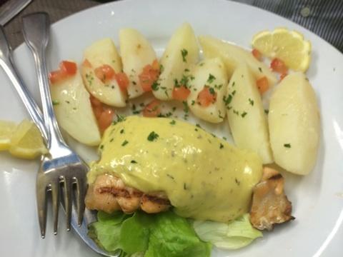 blog_import_541171b801873 サンマロの観光客向けレストランで夕食