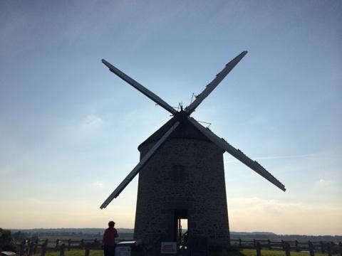 blog_import_54117255e5bbe モンサンミッシェル近くの風車
