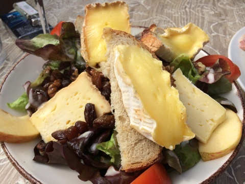 blog_import_546c1e2a7711d ポンレベック Les Tonneaux du Pere Magloireのチーズ料理